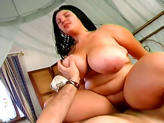 Fatty babe having a wild fuck