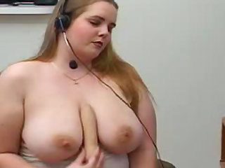 Chubby babe Stacy is playing on the webcam