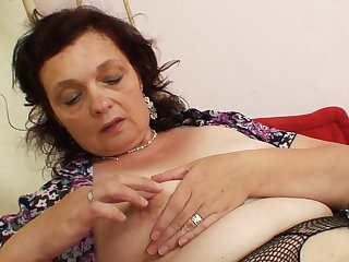 Enjoy horny mom in a hot solo