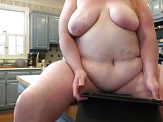 Kitchen Boob Shake