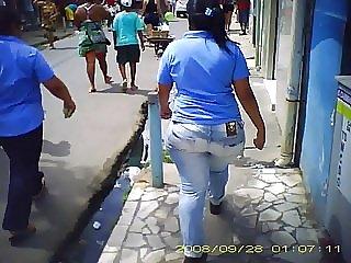 a gostosa na rua