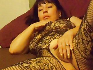 Isela, Think she's hot?
