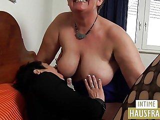 Bitch besorgt es fetter Fotze